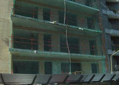 siatka pionowa zabezpieczająca balkony