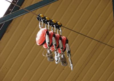podwieszane urządzenie samohamowne z wózkami