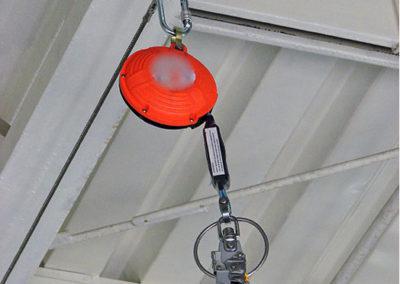 podwieszany system z urządzeniem samohamownym